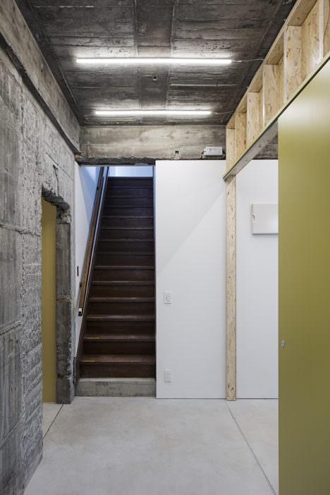 サムネイル:長坂常 / スキーマ建築計画による、東京・世田谷の、築52年の元診療所兼住宅を改修した住宅+ギャラリー+テナントスペース「三軒茶屋の家」