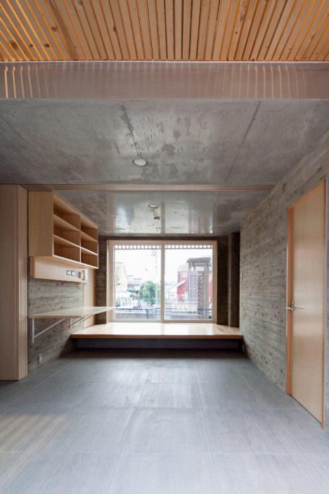 サムネイル:abanbaによる、東京・町田の「成瀬の家(まほろのオフグリッドハウス)」