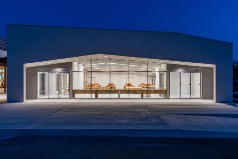 サムネイル:八木敦之建築設計事務所による、茨城・潮来市の「道の駅いたこ」