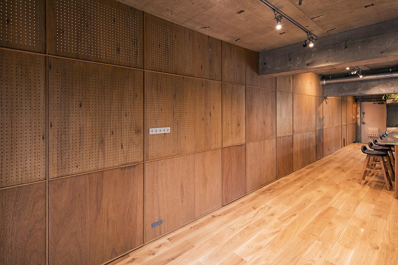 サムネイル:松島潤平建築設計事務所による、東京の住居・料理教室スペース「TETOTETO」