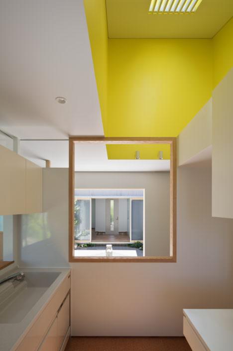 サムネイル:水谷元 / atelier HUGEによる、福岡の戸建て住宅をリノベーションした診療所兼用住宅「美しが丘の住宅」