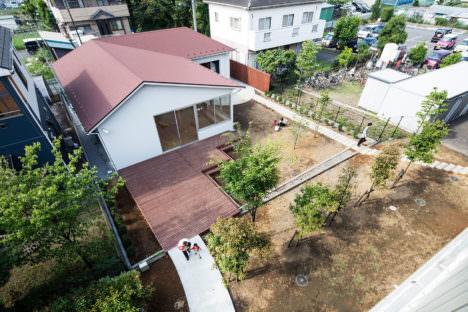 サムネイル:ツバメアーキテクツによる、埼玉の保育所「ツルガソネ保育所・特養通り抜けプロジェクト」