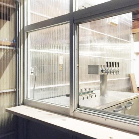 サムネイル:後藤周平建築設計事務所による、静岡・磐田の、ビアバー・美容院「TYU」の内覧会が開催 [2017/8/19]
