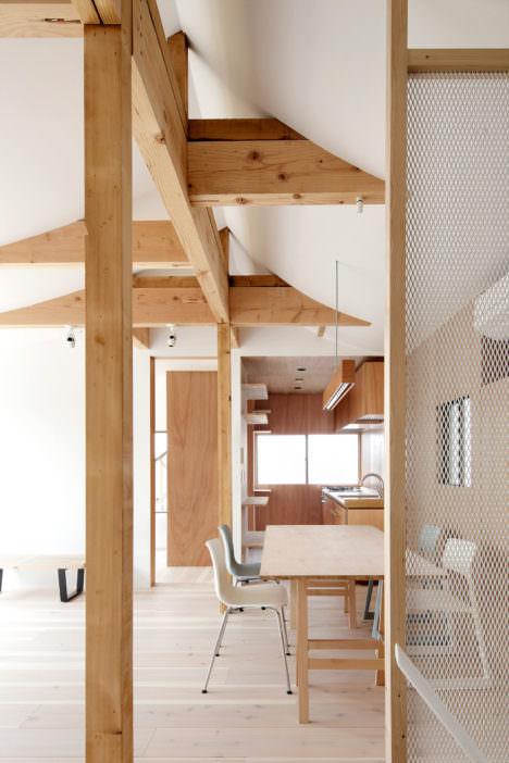 サムネイル:鬼頭知巳建築設計事務所による、東京の既存木造住宅の改修「4世代の家」