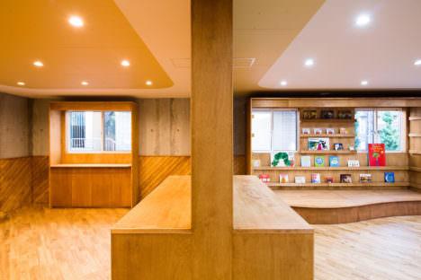 サムネイル:ツバメアーキテクツによる、埼玉の「半仕上げの保育所」
