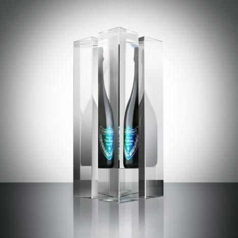サムネイル:吉岡徳仁が、ドン ペリニヨンのためにデザインしたアートピース「Prism」と、限定ギフトボックス・ボトルラベル