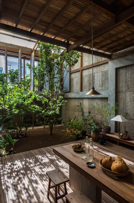 サムネイル:西澤俊理 / NISHIZAWAARCHITECTSによる、ベトナムの多世帯住宅「チャウドックの家」
