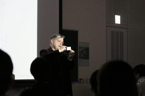 サムネイル:スイスの設計事務所 ミラー&マランタのクイントゥス・ミラーの講演会「建築は記憶である」の、伊藤達信によるレポート