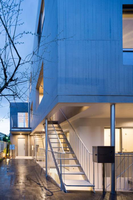 サムネイル:成瀬・猪熊建築設計事務所による、東京の集合住宅「坂の上テラス」