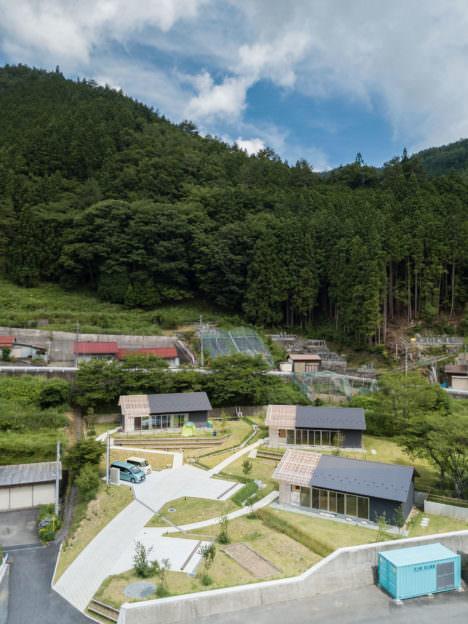サムネイル:成瀬・猪熊建築設計事務所による、奈良県天川村の集合住宅「天川村定住促進住宅」