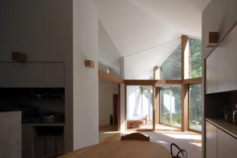 サムネイル:藤原・室 建築設計事務所による奈良の住宅「生駒の家」