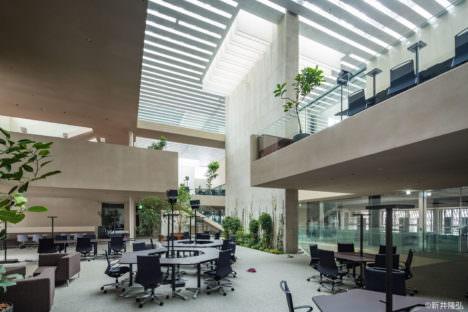 サムネイル:2017年日本建築学会賞を受賞した小堀哲夫が新しく完成させた、福井の「NICCA INNOVATION CENTER」の内覧会が開催 [2017/11/18]