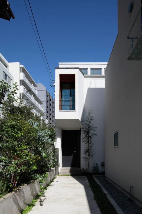 サムネイル:藤井将 / Fit建築設計事務所による、東京・渋谷の住宅「明るく閉じた旗竿地の家」