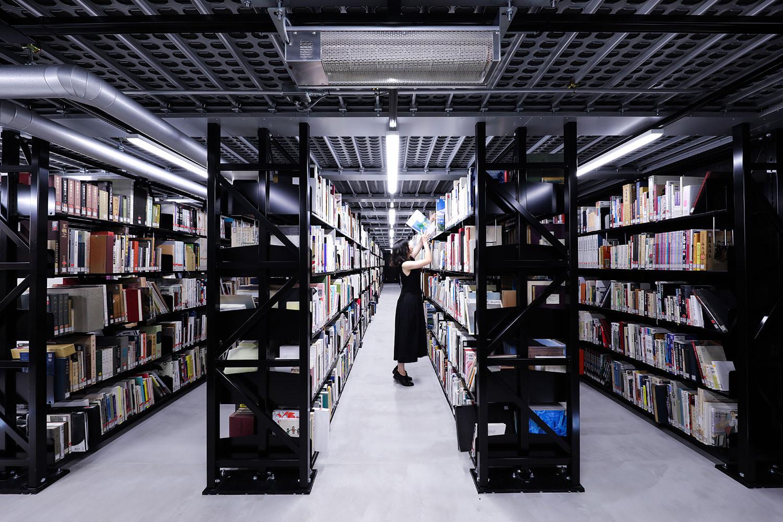 大学 東京 図書館 藝術 桂英史