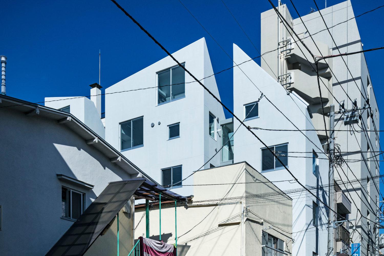 山路哲生建築設計事務所による、東京・江東区の「亀戸の集合住宅」 | architecturephoto.net